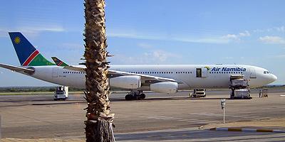 Flugzeug der Air Namibia auf dem Flughafen Windhoek