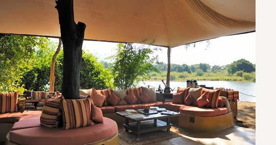 Siesta am Sambesi: Lounge des Chongwe River Camps © Foto: Marco Penzel | Outback Africa Erlebnisreisen