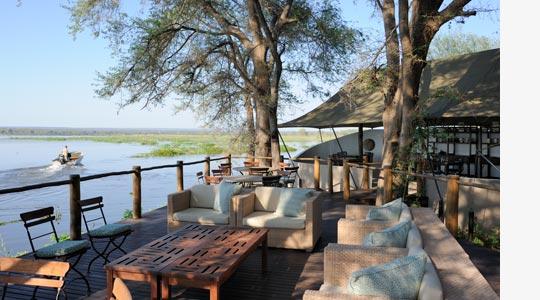 Auf der Terrasse des Zambezi Kulefu Camps © Foto: Marco Penzel | Outback Africa Erlebnisreisen