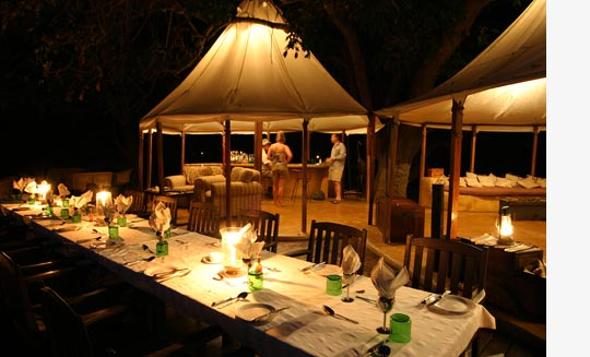 Dinner is ready im Sausage Tree Camp, Lower Zambezi Nationalpark