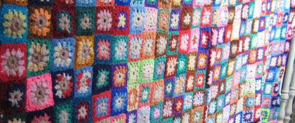Decke aus gehäkelten Squares © Foto: Christine Johnson, KAS