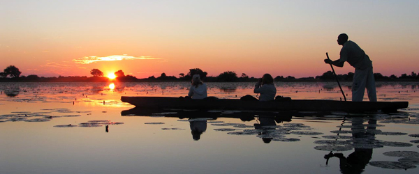 Nicht überall im Okavango-Delta sind wegen des wechselnden Wasserstandes das ganze Jahr über Einbaum-Exkursionen möglich. Hier bei Nguma im Norden des Deltas gibt es zu jederzeit genügend Wasser. Foto: René Schmidt   Outback Africa Erlebnisreisen