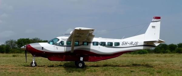 Flugzeug auf der Verbindung © Foto: Angelika Krüger | Outback Africa Erlebnisreisen