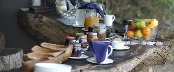 Frühstück im Tena Tena Camp © Foto: Marco Penzel   Outback Africa Erlebnisreisen