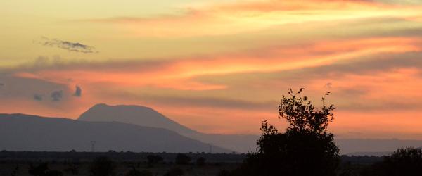 Sonnenuntergang in Tsavo East mit Blick auf den Kilimanjaro © Foto: S. Schlesinger | Outback Africa Erlebnisreisen