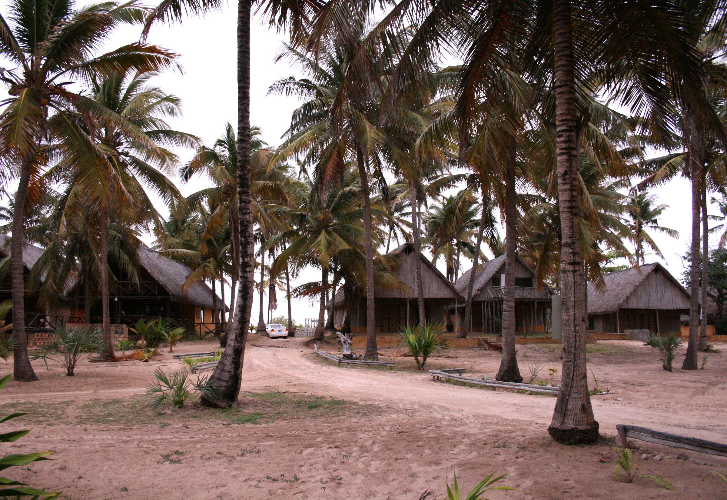 inhambane am indischen ozean baden am strand von barra outback africa erlebnisreisen. Black Bedroom Furniture Sets. Home Design Ideas