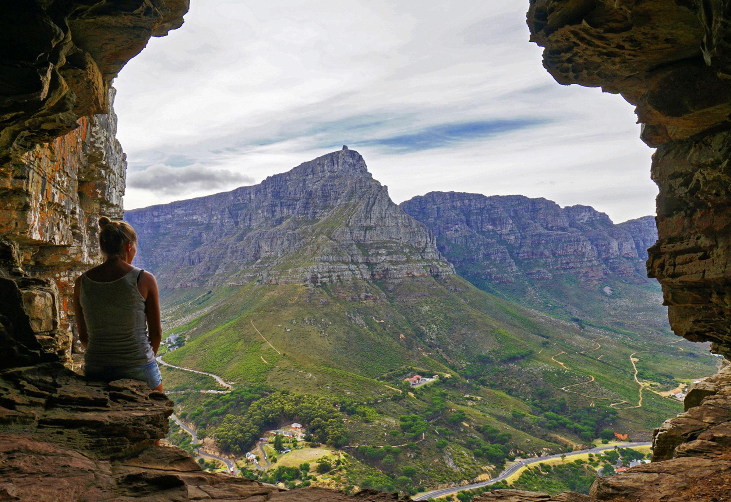 Panoramablick Erwandern Tafelberg Und Lions Head Outback Africa Plasttekpp Der Trail Fhrt Mit Einem Stets Sehr Steilen Anstieg Durch Die Platteklip Schlucht Ber Verschiedene Steintreppen Nach Oben