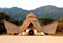 Greystoke Mahale am Strand des Lake Tanganyika.