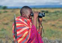 Massai-Hirte testet moderne Sehhilfe.  © Foto: Marco Penzel | Outback Africa