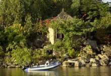 Kaya Mawa, Direkt am Wasser befinden sich die verwunschenen Häuschen.