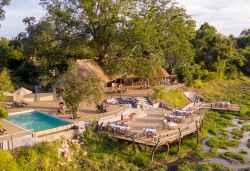 Kafunta River Lodge, Pool und Terrasse vor dem Hauptgebäude  © Foto: Kafunta Safaris
