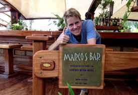 Svenja in Marcos Bar, dem Strandrestaurant des Hotels, Leopard B  © Foto: Outback Africa