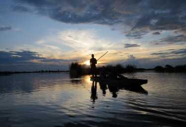 Mokoro im Sonnenuntergang, Okavango-Delta  © Foto: S.Schlesinger| Outback Africa