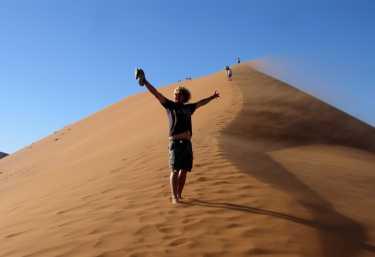 Alex, unser Reiseleiter auf der Düne 45  © Foto: Doreen Schütze   Outback Africa