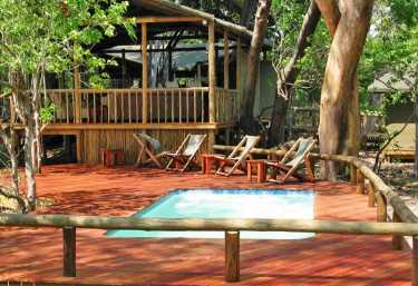 Pool im Little Kwara Camp.