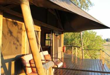 Chitabe Camp, Lounge, Außenterrasse  © Foto: Ulrike Pârvu | Outback Africa