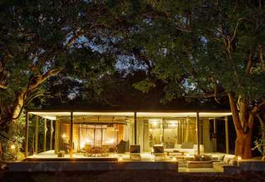 Chinzombo, Villa bei Nacht