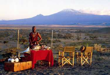 Sundowner mit Blick zum Kilimanjaro  © Foto: Tortilis Camp | Elewana Collection