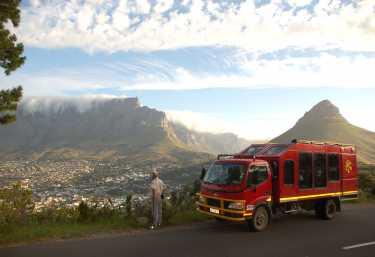 Sunway Truck mit Blick auf den Tafelberg  © Foto: Sandra Jacobs | Sunway Safaris